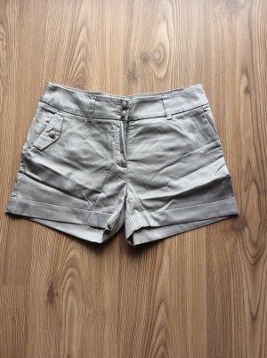 Silbergraue kurze Hose aus Stoff von H&M