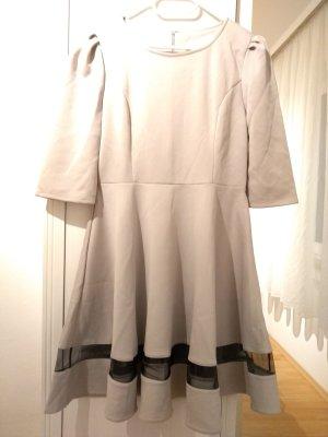Silbergraues Kleid
