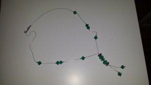 Silberkette mit  grünen Glasperlen