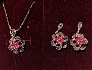 Silver Chain white-raspberry-red