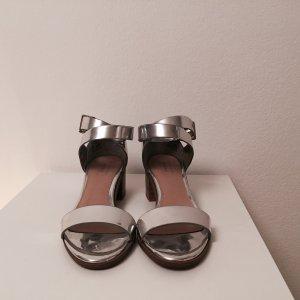 Silberlack Sandalen mit Blockabsatz