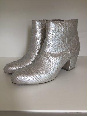 Silberne Ankle Boots von Vic Matie
