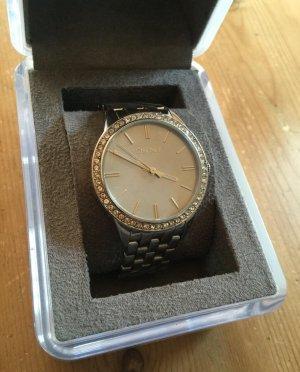 Silberne Armbanduhr von DKNY