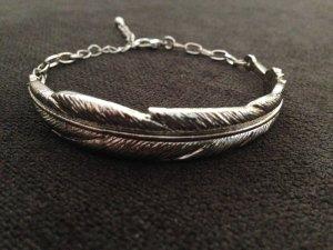 Silberne Armkette mit Feder