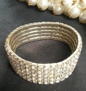 silberne Armkette mit Glitzersteinchen