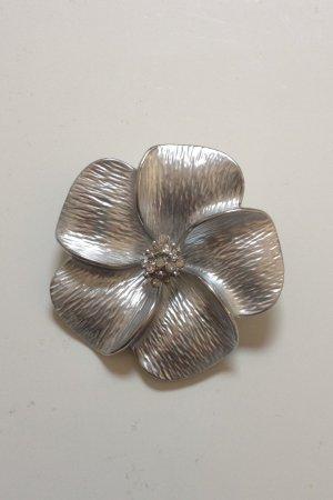 Silberne Blumenbrosche