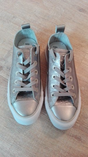 Silberne Converse aus echtem Leder