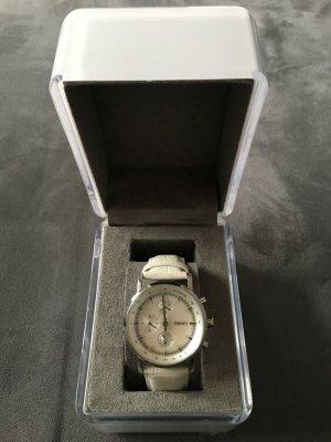 Silberne DKNY - Uhr mit weißem Lederarmband