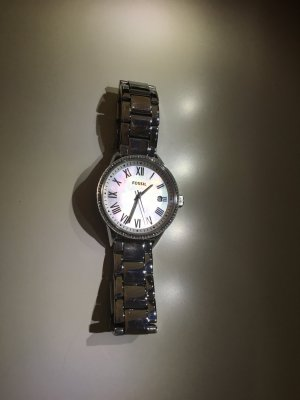 Silberne Fossil-Uhr