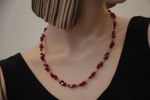 silberne Glitzer-Kette mit roten Swarovski-Perlen
