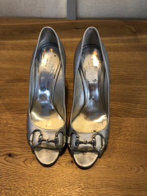 Gucci Peep Toe Pumps zilver