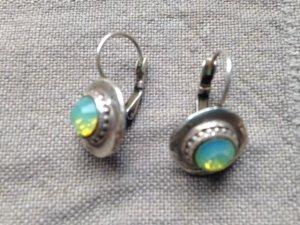 Silberne Hänger mit Opalen