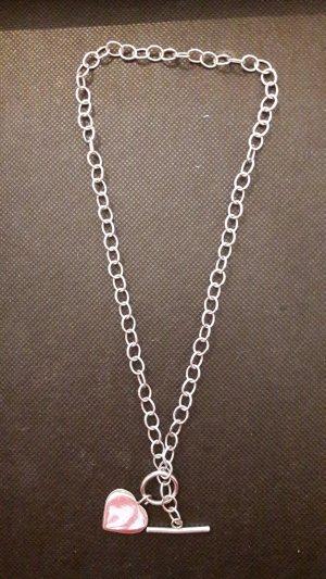 Silberne Halskette, Herzanhänger