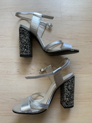 Silberne Heels mit Blockabsatz