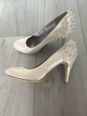 Silberne Heels mit Nieten