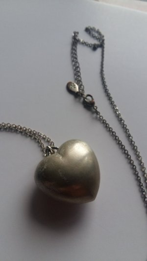 Silberne Herzkette