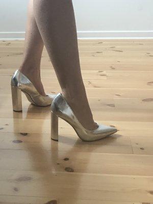 Silberne High Heels mit Blockabsatz