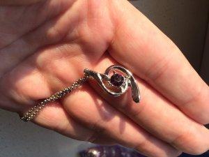 Silberne Kette mit lila Stein