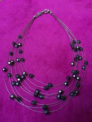 Silberne Kette mit Perlen