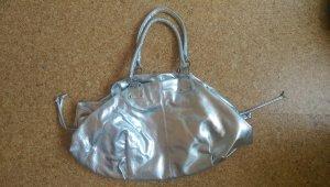 Silberne Metallictasche