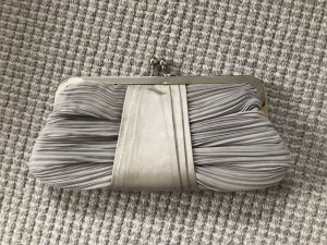 Silberne Minihandtasche