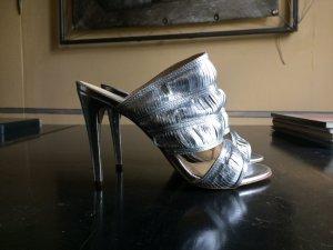 Silberne Mules aus strukturiertem Leder