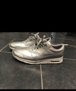 Silberne Nike Schuhe