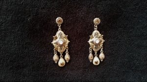 Silberne Ohrhänger in cremefarbenen Tönen mit bernsteinfarbenen Steinen