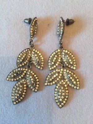 Silberne Ohrringe in Blattform