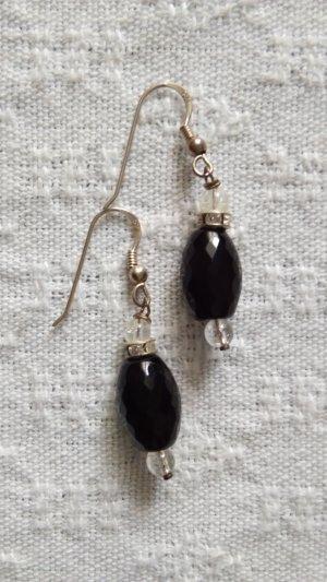 Silberne Ohrringe mit schwarzen Steinen und Strass