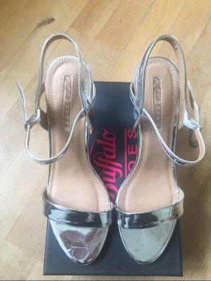 Silberne Sandaletten von Buffalo
