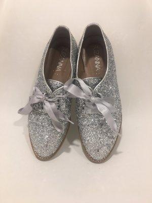 Silberne Schnürschuhe von Suzanna