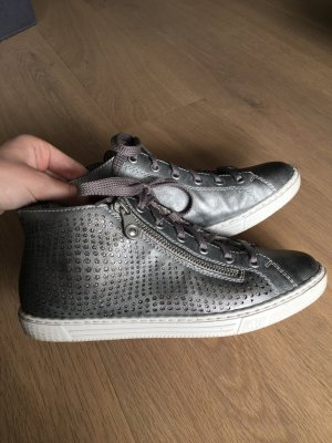 Silberne Sneaker mit Reisverschluss
