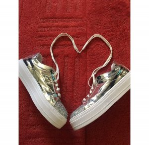 Silberne Sneaker von Asos