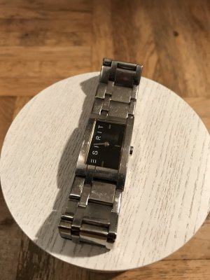 Silberne Uhr mit schwarzem Zifferblatt von Esprit