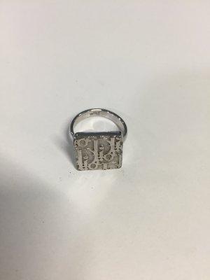 Silberner Dior Ring mit Logo-Muster