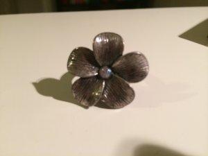 Silberner Ring Blume mit Steinchen