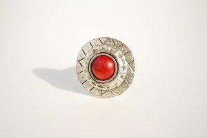 Silberner Ring mit rotem Stein