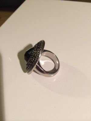 Silberner Ring mit schwarzem Stein