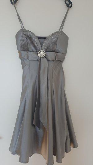 Silbernes Abendkleid