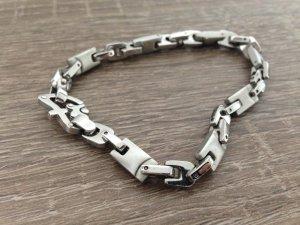 Silbernes Armband aus Edelstahl