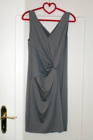 Silbernes enganliegendes Kleid mit Knoten Gr. 40