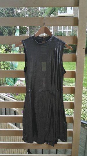 silbernes glänzendes Kleid