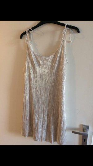 Silbernes Kleid Plissee