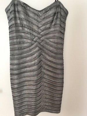 Silbernes schulterfreies BGBG Kleid