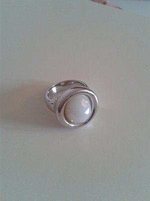 Silberring mit weißem Zirkoniastein