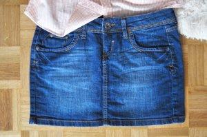 Simple und zeitlos - der kurze Jeansrock