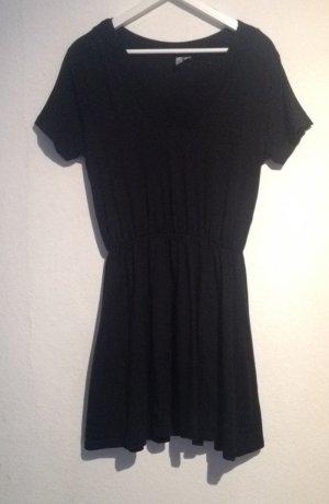 Simples schwarzes Kleid