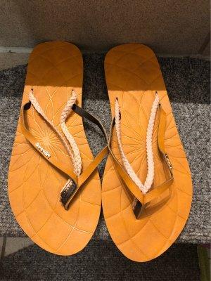 Sandalias de tacón con barra en T color rosa dorado-naranja oscuro