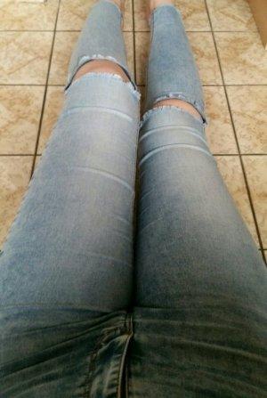 Sinny-Jeans mit Rissen